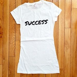 Tops - White t-shirt - form fitting - screenprinted